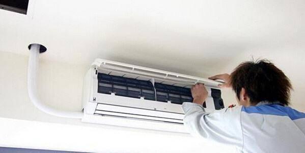 美的空调尘满灯亮应该怎么做 美的空调清除灰尘的方法