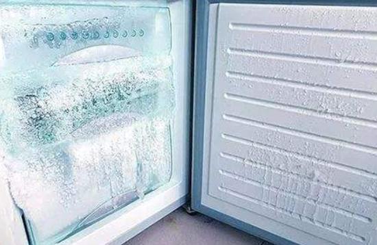 东芝冰箱冰箱结霜应该怎么处理     清理厚冰时有什么注意事项