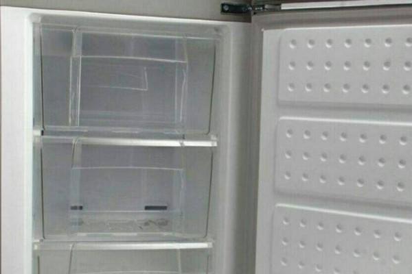 新冰箱冷藏室结霜怎么办?