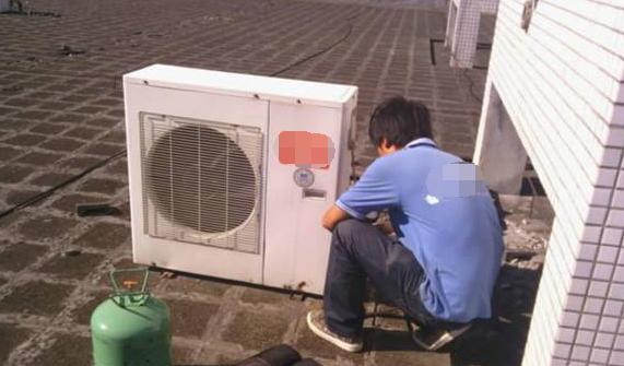 空调出风口大量滴水的原因是什么  空调漏水的解决方法