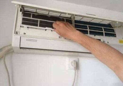 空调出现异味的原因是什么  空调异味的解决方法