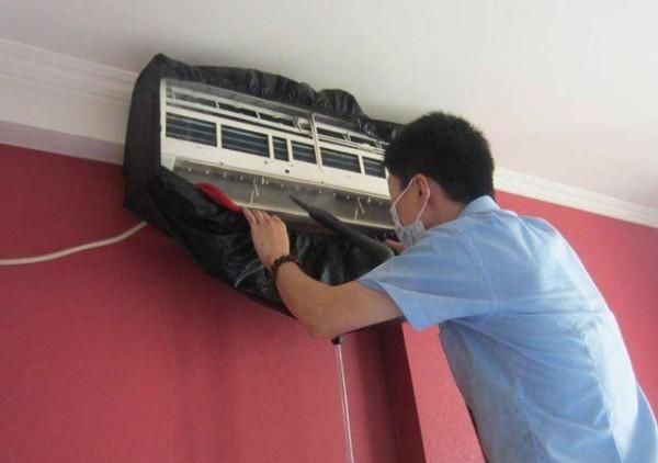 壁挂式空调漏水的话应该怎么处理  空调漏水的解决方法