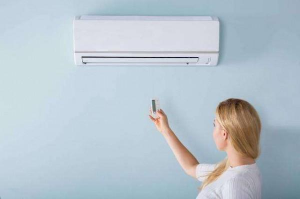 分体壁挂式空调漏水的原因是什么  分体壁挂式空调漏水解决办法